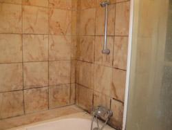 salle de bain en marbre rose du portugal aprs un dcapage complet et notamment des joints ralisation de micro ponages traitement hydrofuge et - Salle De Bain Marbre Rose